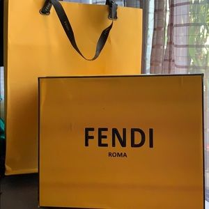 Fendi Bag in double used for hand or shoulders